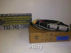 New Nordson 5' Hot Melt Adh Hose w Integrated Handheld Glue Gun Model# 1027455C